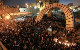 Massaprotesten in Iran tegen regime: 'Amerika is niet onze vijand'
