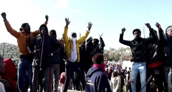Vrolijk bericht uit Griekenland: Minister van Migratiezaken maakt einde aan asiel-stop